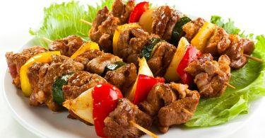 Как замариновать свинину для шашлыка: 5 вкусных рецептов