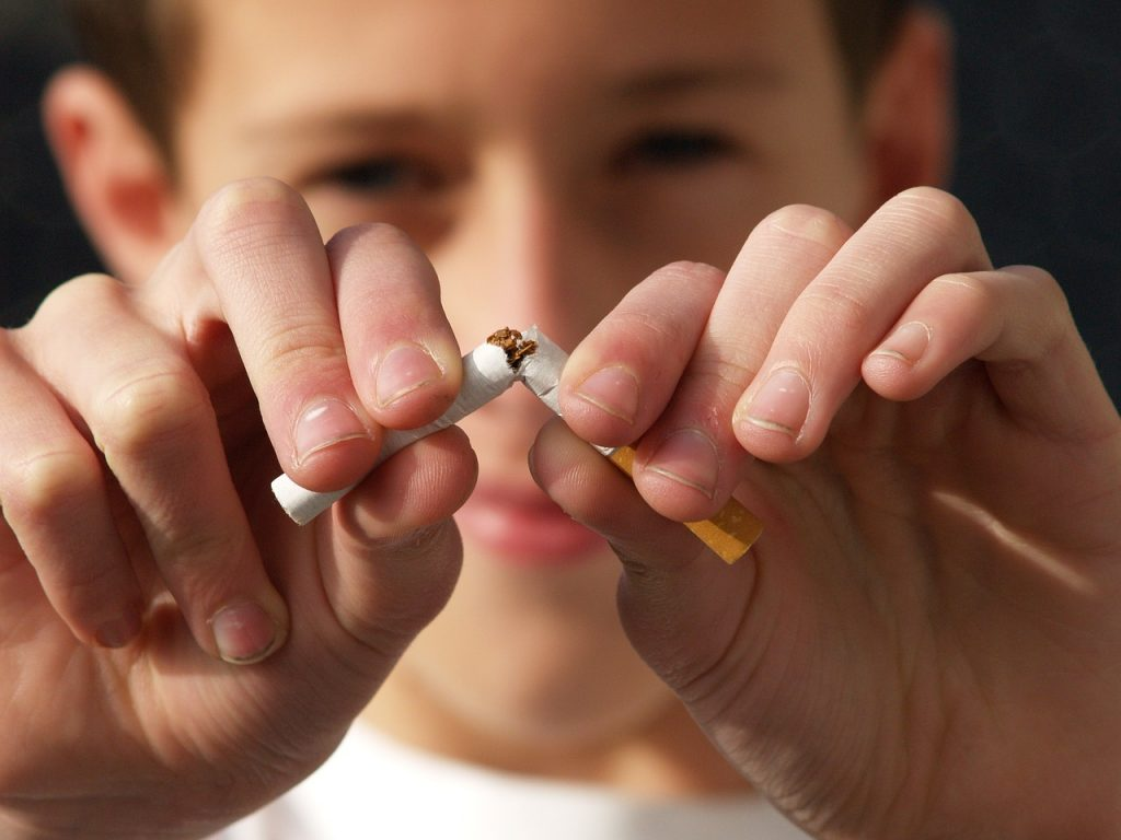 Почему начинают курить