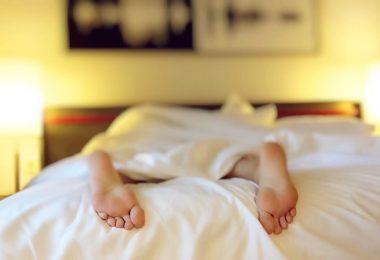 Наглядные факты: как позы во сне связаны с характером?
