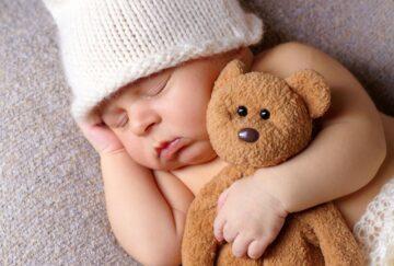 Ребёнок по ночам плохо спит. Возможные причины и способы решения проблемы.